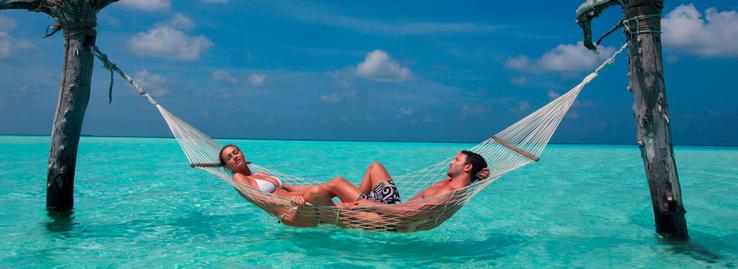 Couple amoureux hamac romantique Maldives