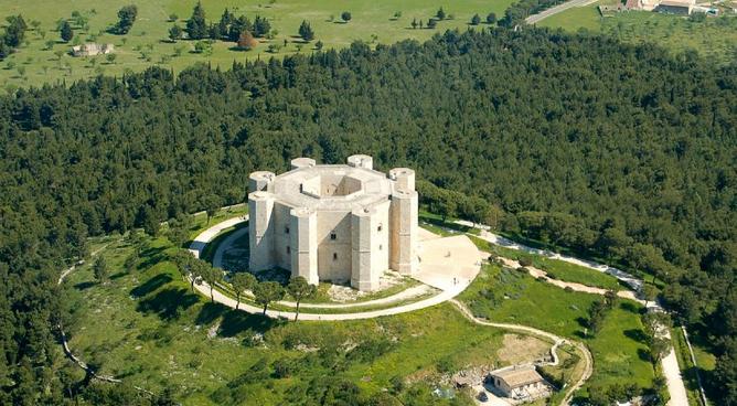 Castel del monte - Les Pouilles