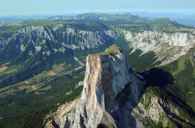 Le Mont Aiguille dans le massif du Vercors